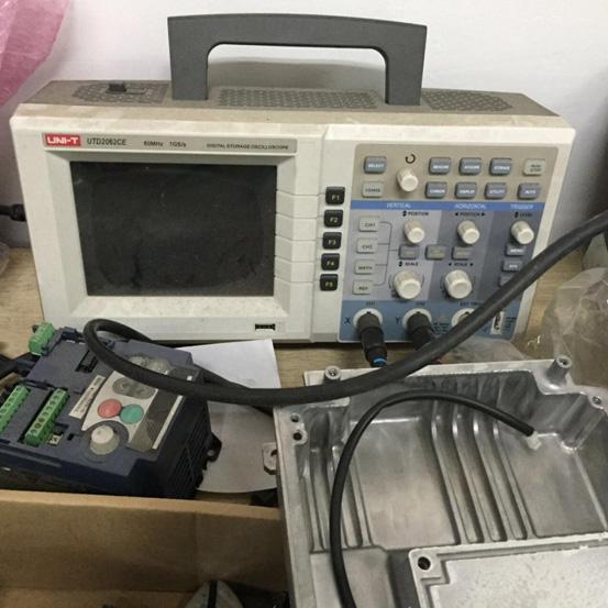 测试变频器输出电压波形