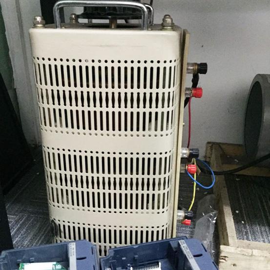 变压器调节输出电压