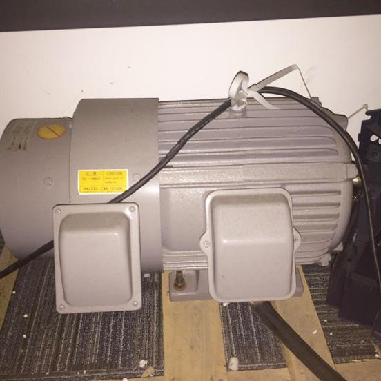变频器调节输出电压